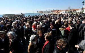 Περίπου 1000/2000 άτομα βρέθηκαν στην Πλατεία Ελευθερίας/ φωτογρ.Ελένη Χοντολίδου